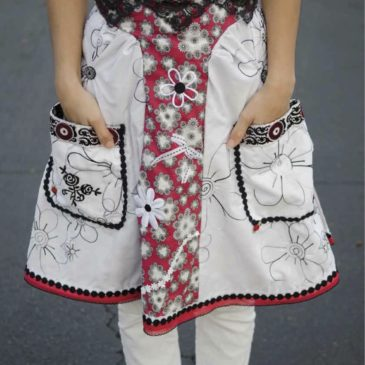 Pocket full of Posies Black Roses Apron Article 2011